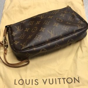 EUC Louis Vuitton Pochette Canvas clutch